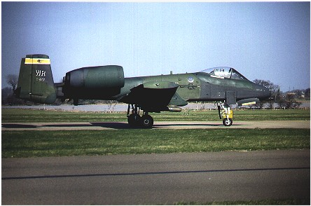 A-10A (81-0977/WR) 92nd TFS taxis out for take off at Bentwaters 3 March 1989.